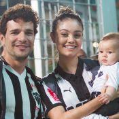 Sophie Charlotte e Daniel de Oliveira levam filho, de 4 meses, a jogo de futebol