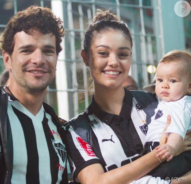 Sophie Charlotte e Daniel de Oliveira levaram o filho, Otto, de 4 meses, para assistir uma partida de futebol entre o Atlético Mineiro, time de coração da família, e o Chapecoense no estádio Independência, em Belo Horizonte (MG), nesta segunda-feira, 08 de agosto de 2016