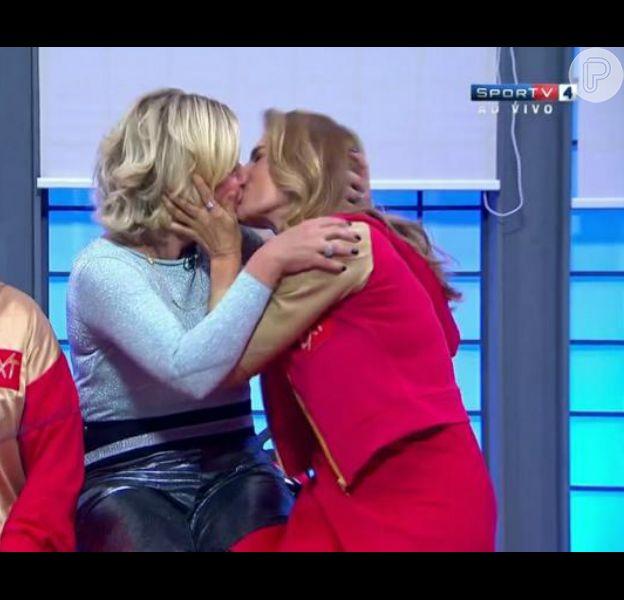 Maitê Proença beija Astrid Fontenelle na boca em programa de TV