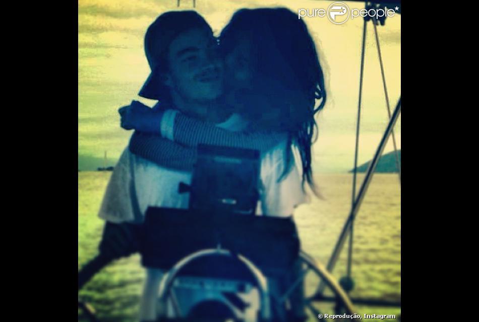 Nanda Costa publica foto romântica com Davi Peduti, em 23 de novembro de 2013