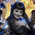 Cláudia Netto canta 'Cabaret' no show de Guiomar em 'Flor do Caribe'
