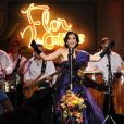 a atriz argentina Moro Anghileri canta 'Una Canción' no show de Cristal, sua personagem em 'Flor do Caribe'