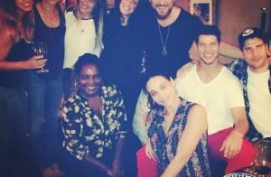 Grazi Massafera participa de reunião com amigos do elenco de 'Flor do Caribe'