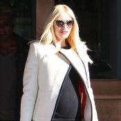 Gwen Stefani exibe barriga de grávida após almoço em restaurante, em Los Angeles
