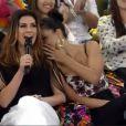 Quando Jay Zan entrou no palco, Mariana Rios cochichou no ouvido de Fernanda Paes Leme