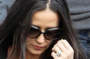Demi Moore vende por R$ 580 mil anel de noivado de Ashton Kutcher: 'Foi difícil'
