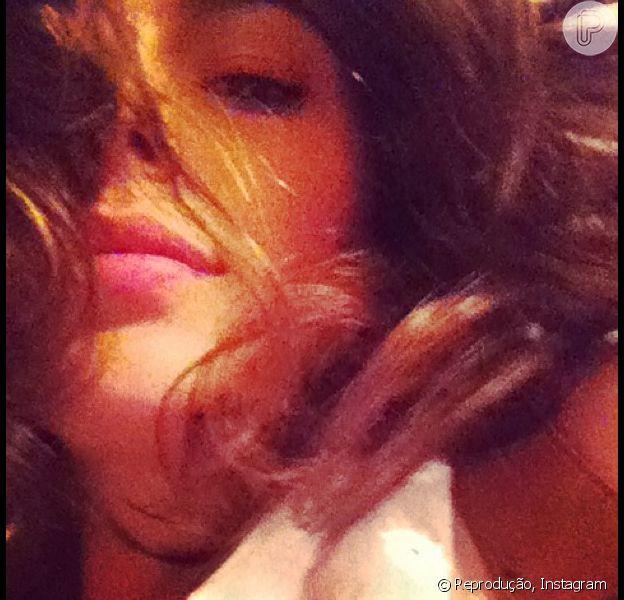 Direto do Caribe, Isis Valverde publica foto para o namorado, Tom Rezende, e se declara com 'saudade' dele, em 2 de janeiro de 2013
