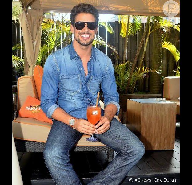 Cauã Reymond, ex-marido de Grazi Massafera, prestigia ação Aperol Spritz Summer Tour, no Hotel Tivoli, em São Paulo, neste sábado, 14 de dezembro de 2013