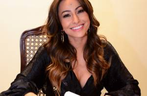 Sabrina Sato vai à TV Record formalizar assinatura de contrato: 'Não é fácil'