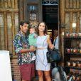 Juliano Cazarré prestigiou a festa com a mulher, Letícia e o filho Inácio