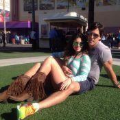 Paula Fernandes curte dias de folga na Disney com o namorado: 'Amo brincar'