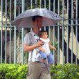 Matthew McConaughey passeia com o filho, Livingston