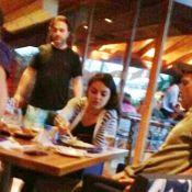 Ashton Kutcher e Mila Kunis almoçam comida japonesa em Angra dos Reis