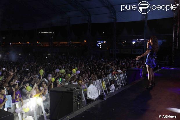 Ivete Sangalo canta com Preta Gil no Verão Show Guarujá, no litoral paulista, na noite deste sábado, 4 de janeiro de 2014