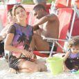 A atriz Grazi Massafera curtiu o dia na praia da Barra, no Rio, com Sofia