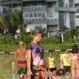 Grazi Massafera passou a tarde desta quinta-feira, 9 de janeiro de 2014, na praia da Barra da Tijuca, Zona Oeste do Rio de Janeiro, com sua filha, Sofia, de 1 ano e 8 meses