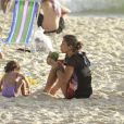 A atriz Grazi passou a tarde desta quinta-feira na praia da Barra da Tijuca, no Rio