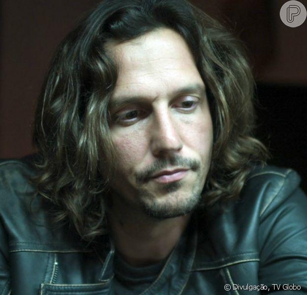 Todos os arquivos do novo disco de Gui (Valdimir Brichta) são roubados, dentro de um computador e um HD externo que somem da gravadora, na novela 'Rock Story', a partir de 24 de dezembro de 2016