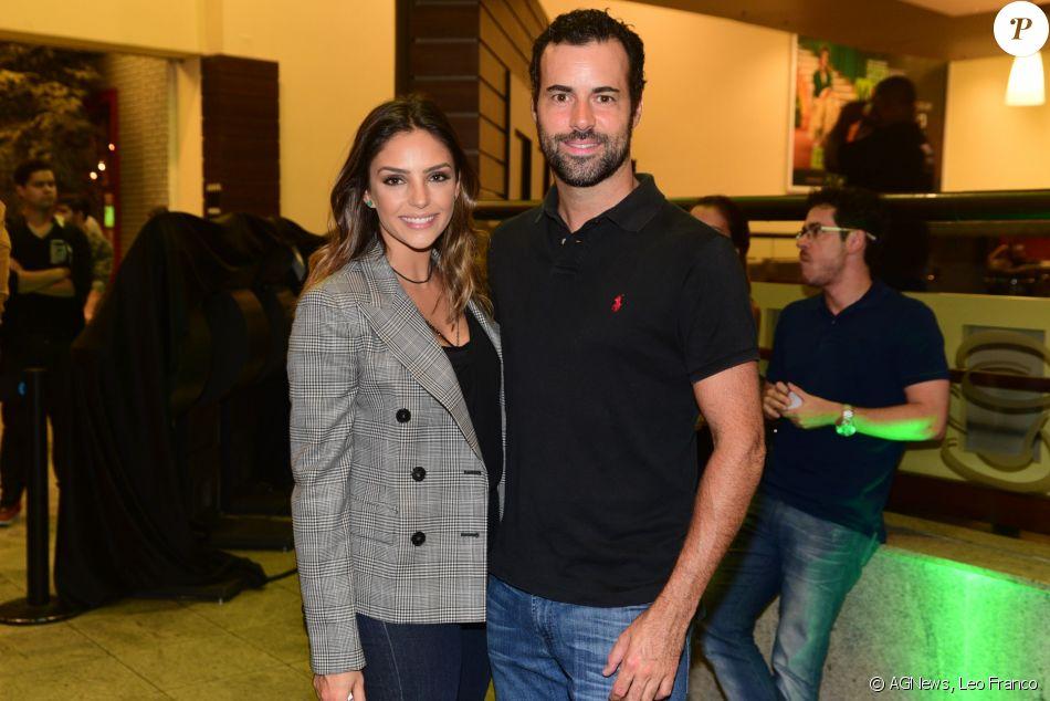 Carol Celico vai com namorado, Eduardo Scarpa, à pré-estreia do filme 'Minha Mãe é Uma Peça 2' em São Paulo, nesta segunda-feira, 12 de dezembro de 2016