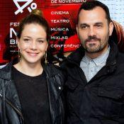 Leandra Leal e o marido, Ale Youssef, tatuam o nome da filha adotiva: 'Julia'