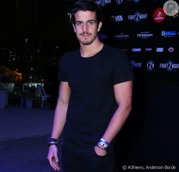 Aos 19 anos, Enzo Celulari - filho mais velho de Claudia Raia e Edson Celulari - administra os negócios da mãe