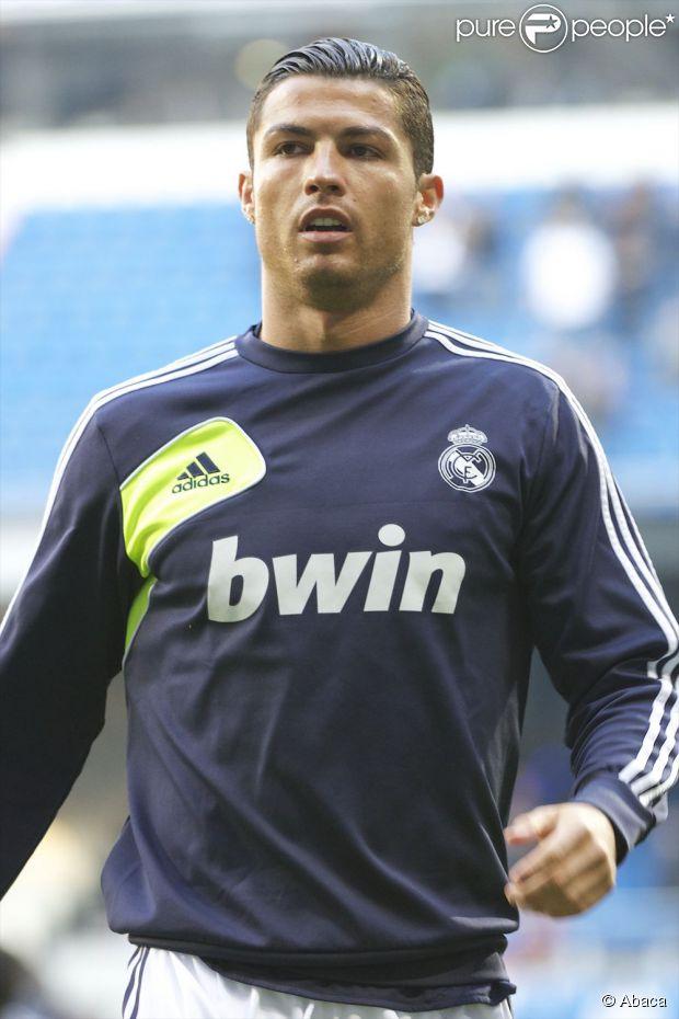 Cristiano Ronaldo faz dois gols na partida contra o Real Sociedad, em 6 de janeiro de 2013