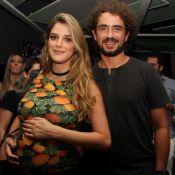 Felipe Andreoli e Rafa Brites, grávida de 8 meses, curtem pagode de Thiaguinho