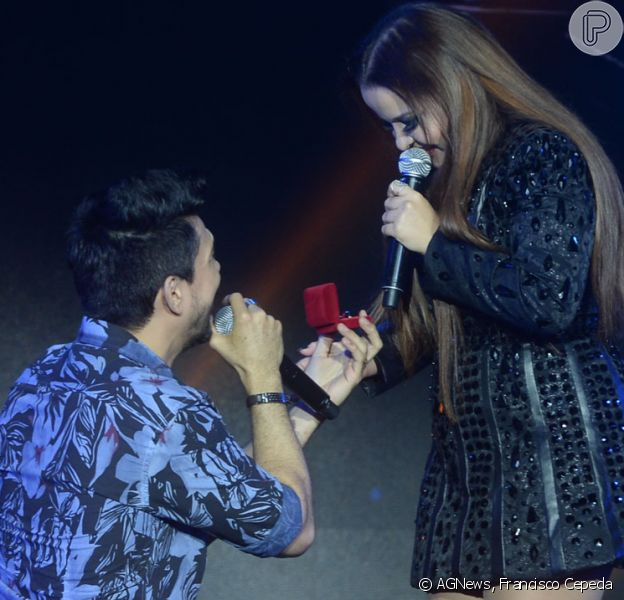Maiara, dupla com Maraísa, é pedida em casamento pelo cantor Zé Henrique durante encenação para gravação de DVD do sertanejo