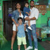 Juliana Paes festeja 6 anos de Pedro e posa com o marido e o caçula, Antônio
