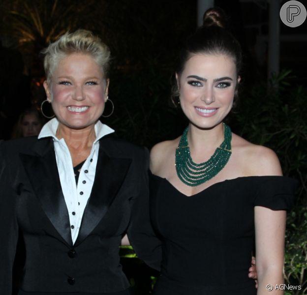 Xuxa e Rayanne Morais se encontraram na festa de inauguração dos novos estúdios da Record TV, na noite desta quinta-feira, 15 de dezembro de 2016