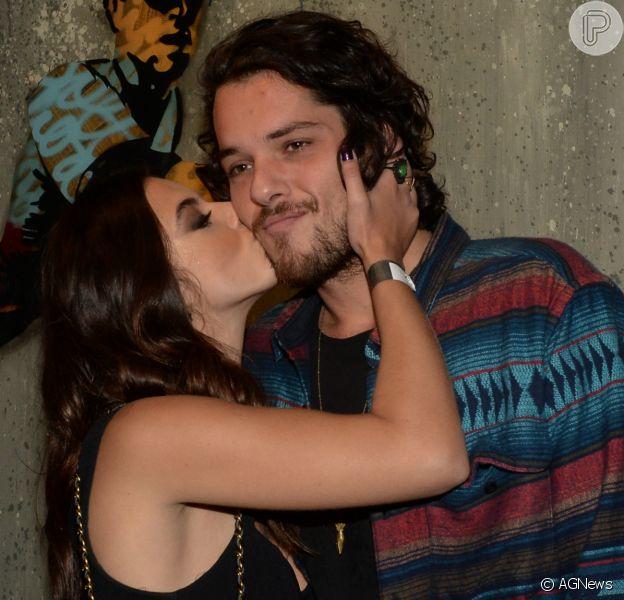 Giovanna Lancellotti, intérprete de Milena, tem apoio do namorado em cenas quentes de 'Sol Nascente'