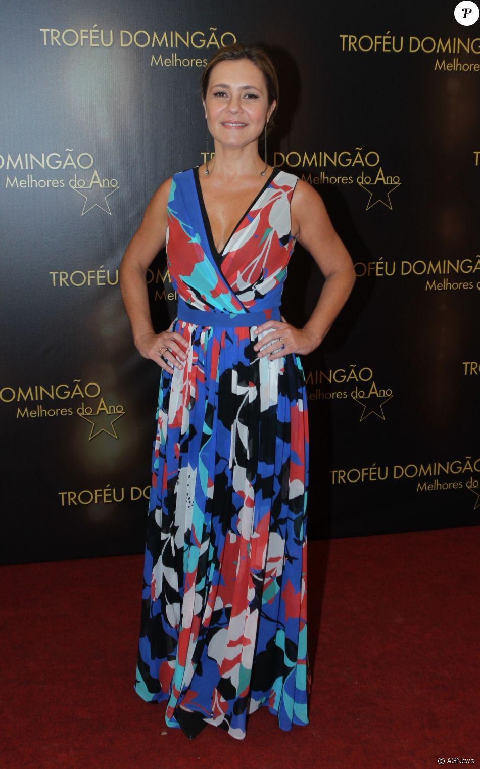 d8de5b0353330 Adriana Esteves participou do evento com vestido estampado de decote V, da Apartamento  03