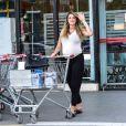 Grávida de oito meses, Rafa Brites vai às compras com look confortável nesta segunda-feira, dia 19 de dezembro de 2016