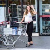 Grávida de oito meses, Rafa Brites vai às compras com look confortável. Fotos!