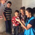Bruna Marquezine se  emocionou ao relatar sua experiência com crianças refugiadas no Oriente Médio