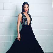Bruna Marquezine usa look Giorgio Armani com superdecote no 'Caldeirão de Ouro'