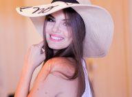 Camila Queiroz festeja chegada do verão com dica de beleza: 'Batom e iluminador'