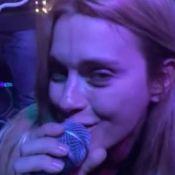 Carolina Dieckmann e Angélica soltam a voz em noite de karaokê. Veja vídeo!