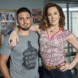Salete (Claudia Raia) vê a tatuagem no braço de Gustavo (Daniel Rocha) e descobre que ele é o autor do atentado contra Fausto (Tarcísio Meira), na novela 'A Lei do Amor', a partir de 2 de janeiro de 2017