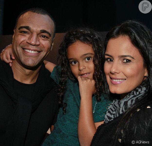 Luciele Di Camargo ameaça mas não põe o marido, Denilson, para dormir com cachorro: 'Confio', disse ela nesta sexta-feira, 23 de dezembro de 2016