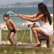 Cristiana Oliveira vai à praia na véspera do Natal e brinca com o neto, Miguel