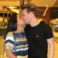 Michel Teló e Thais Fersoza estão radiantes com o primeiro Natal de Melinda