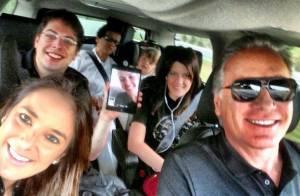 Ticiane Pinheiro mostra família dentro do carro a caminho de Orlando, nos EUA