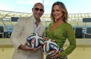 É oficial! Cláudia Leitte gravará música da Copa com PitBull e Jennifer Lopez