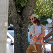 Prestes a estrear em 'Amor à Vida', Eriberto Leão brinca com o filho na Lagoa