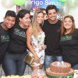 Rodrigo Simas recebe Raquel Guarini na festa surpresa; a moça foi sua professora no quadro 'Dança dos Famosos', do programa 'Domingão do Faustão'