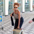 Taís Araújo deixa aeroporto de Congonhas, em São Paulo