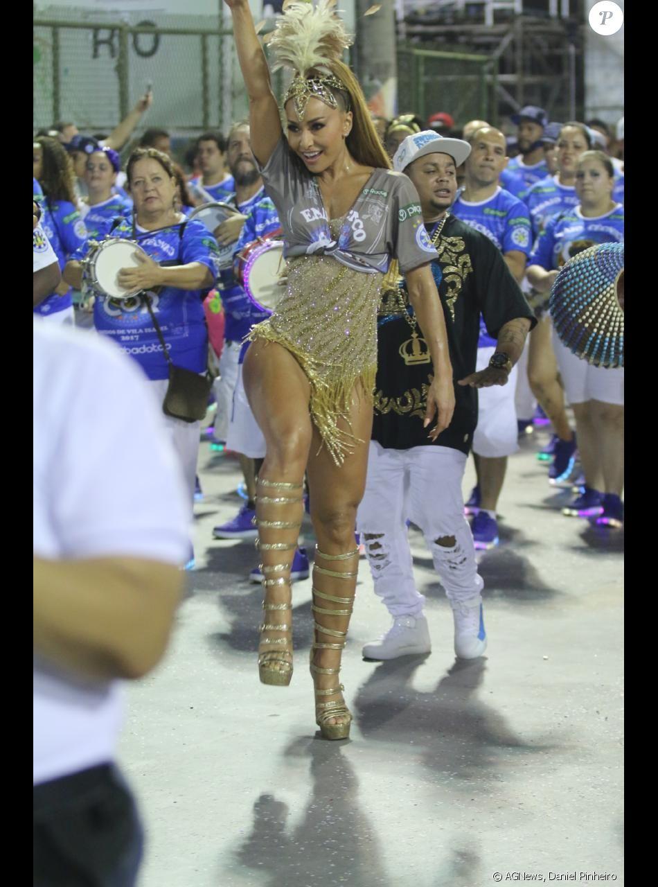 41a3d16daa6d3 Sabrina Sato deixou à mostra suas pernas saradas - Purepeople