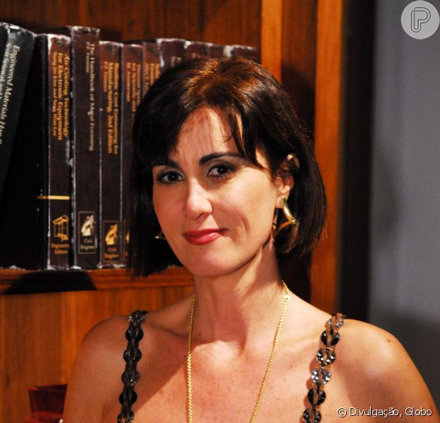 A atriz Márcia Cabrita precisou ser substituída por Vivianne Pasmanter por motivos de saúde