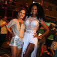 Wanessa se divertiu com a rainha de bateria da Mocidade Independente de Padre Miguel, Camila Silva, no ensaio de rua da escola, nesta segunda-feira, 6 de fevereiro de 2017